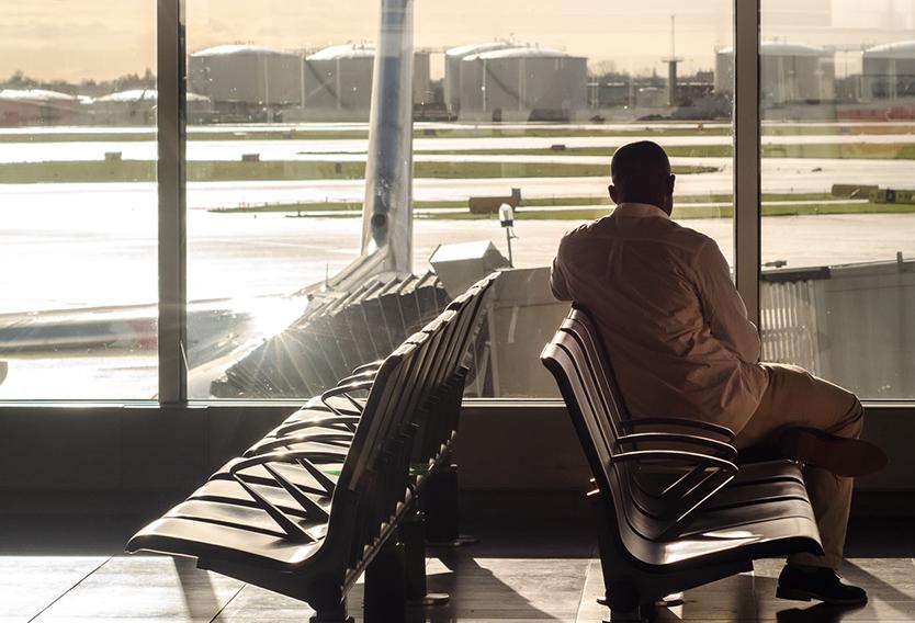 persona-con-escala-en-el-aeropuerto
