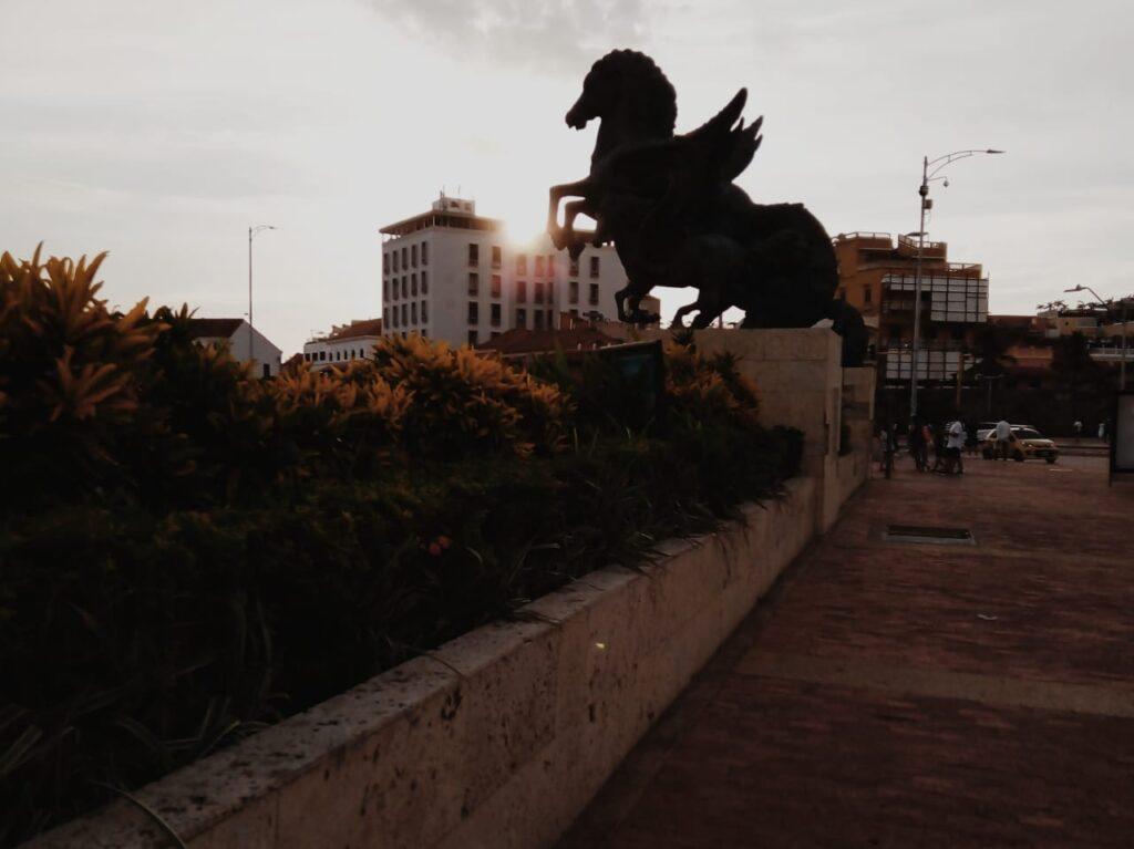 foto-de-escultura-muelle-de-pegasos-en-cartagena-de-indias
