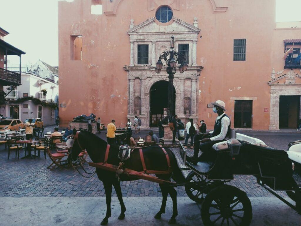 foto-de-carruaje-en-ciudad-amurallada-cartagena-de-indias