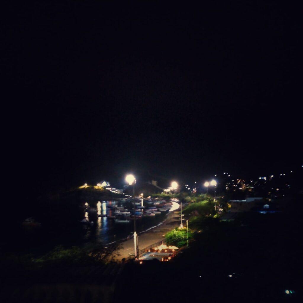 foto-nocturna-de-la-bahia-de-taganga