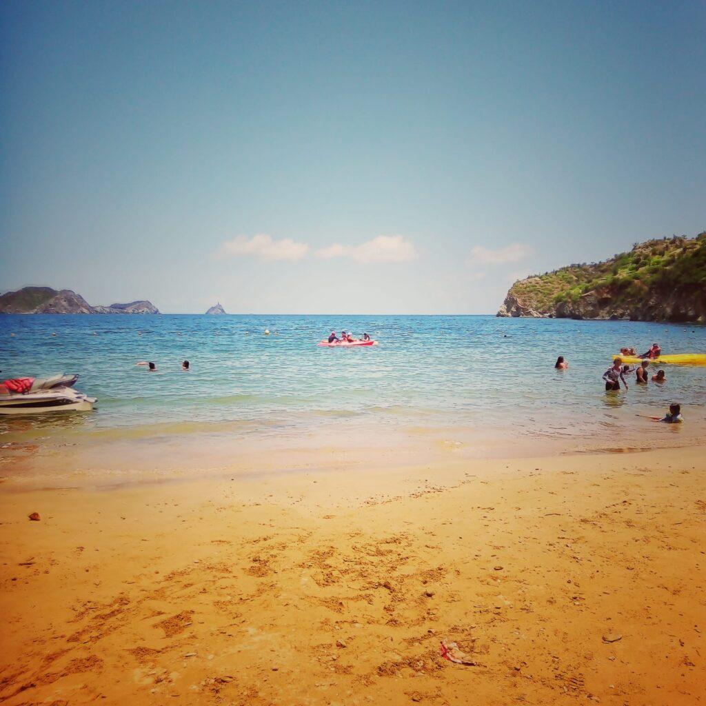 foto-de-playa-grande-en-taganga